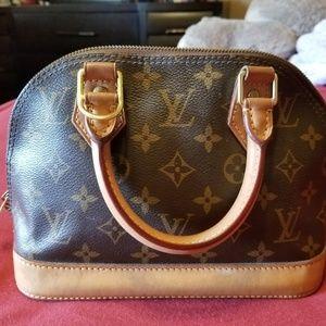 Handbags - Authentic Louis Vuitton bag